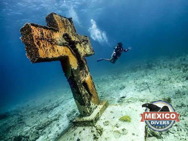 Bay cross of isla mujeres